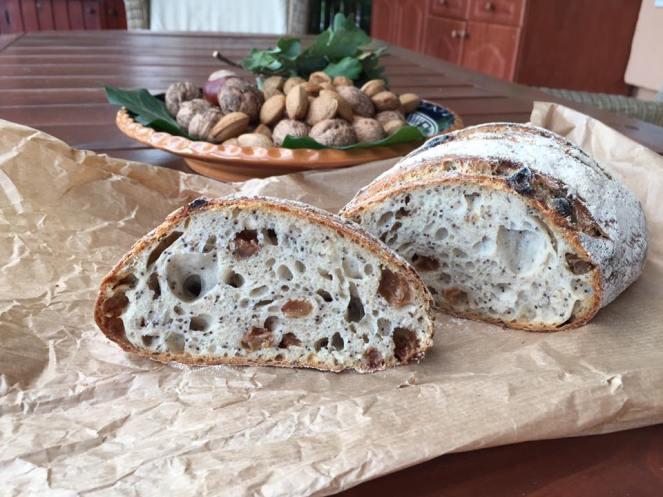 Péklány mákos mazsolás kenyér