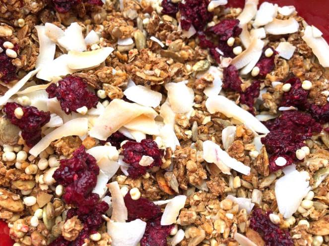 málnás kókuszos granola